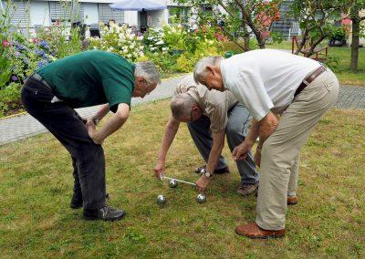 Boulespielen im Garten